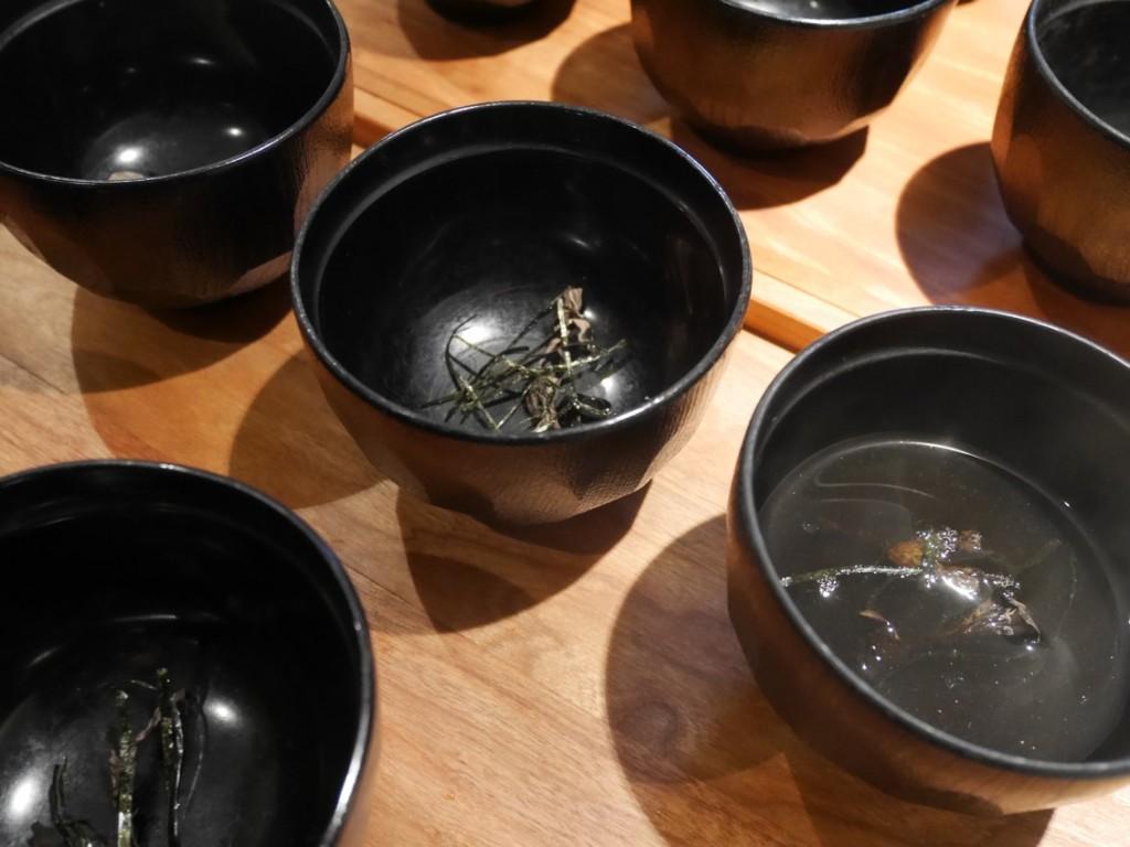 Svampte (påminner om Miso-soppa).