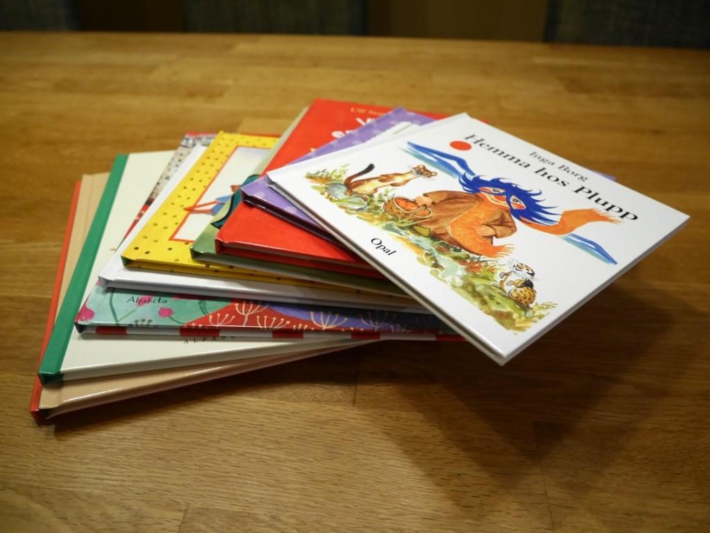 Tio barn- och bilderböcker.