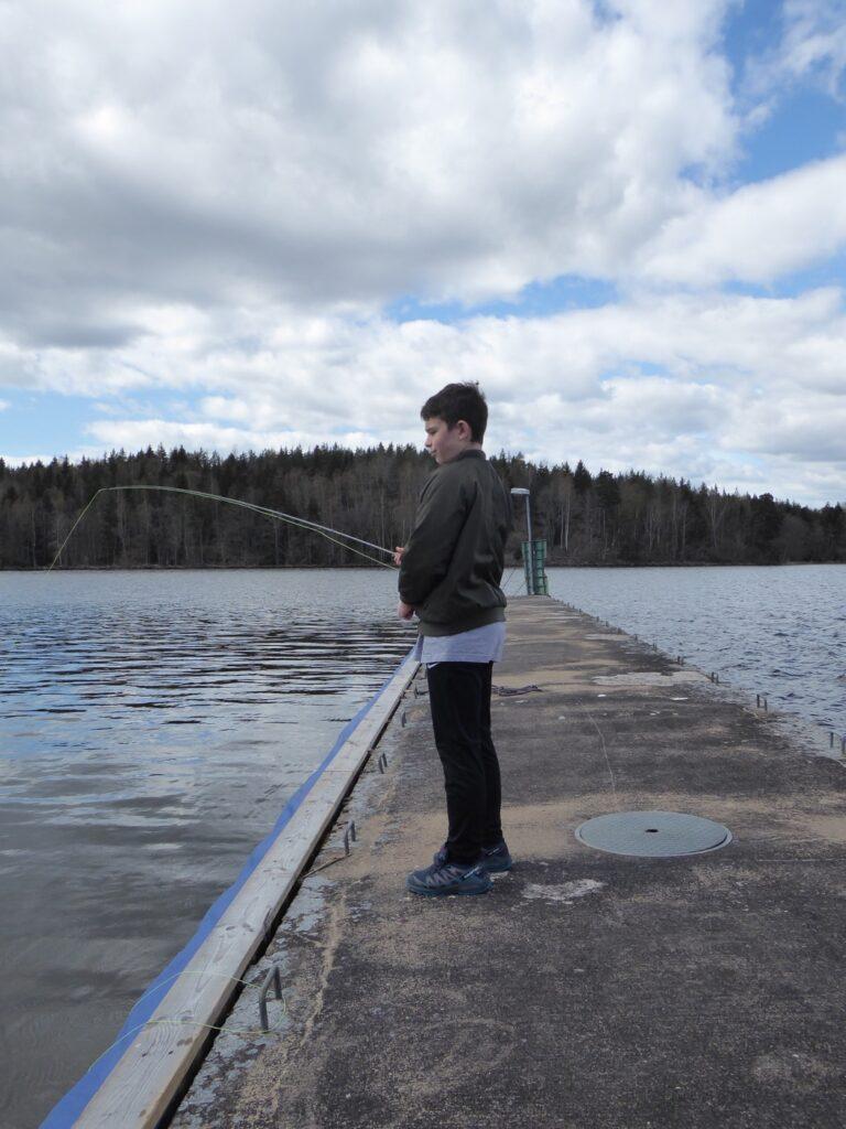 Flugfiske är killarnas nya hobby!