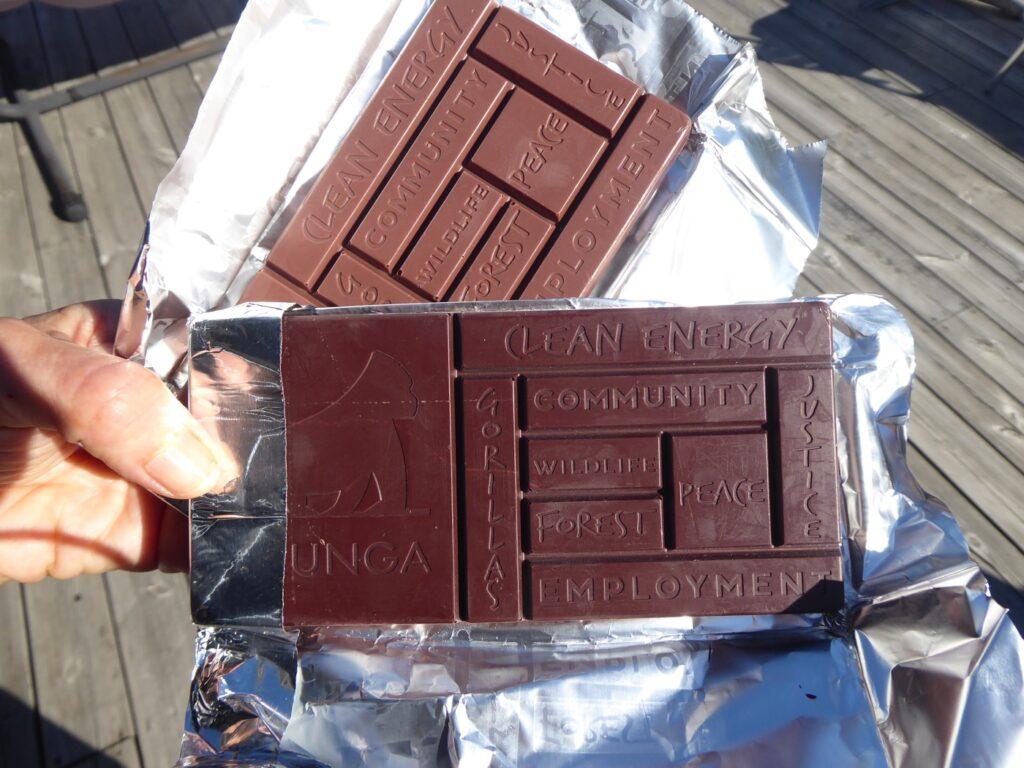 Roligt utformade chokladbitar i olika storlek.