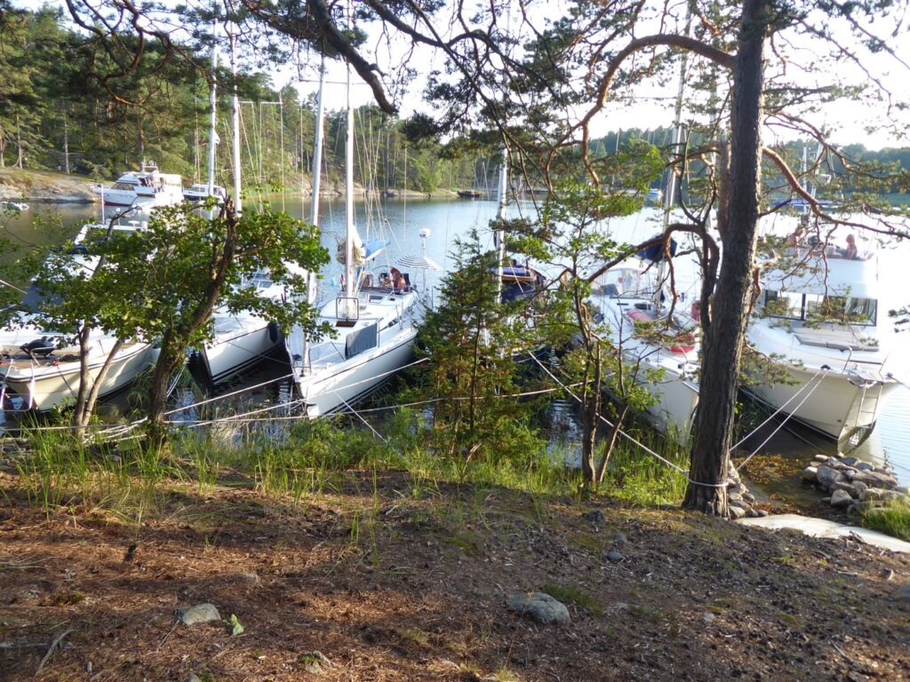 Båtsemestern fortsatte till ytterligare två favorithamnar, Krokholmsviken och Paradisviken.