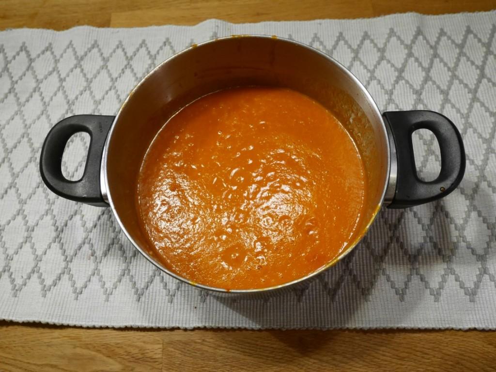 En härlig god och mustig tomatsoppa gjord på Zeta finkrossade tomater.