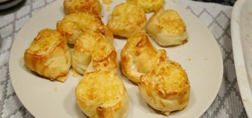 Potatisbakelser med smördeg och västerbottenost