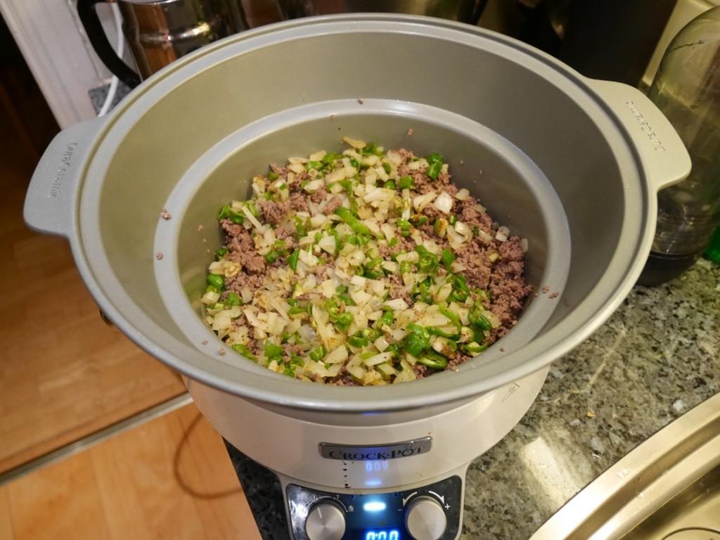 Bryner alltid köttfärs och grönsaker innan jag lägger ner det i Crock Pot.