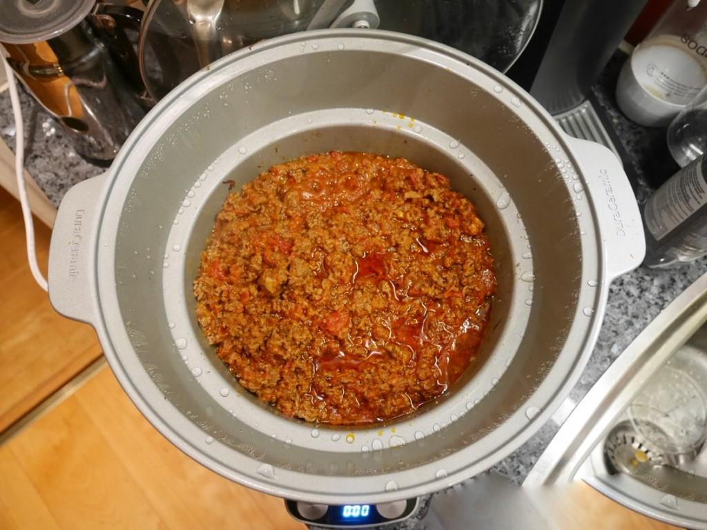 Jag börjar med att göra en vanlig köttfärssås, i Crock Pot givetvis!