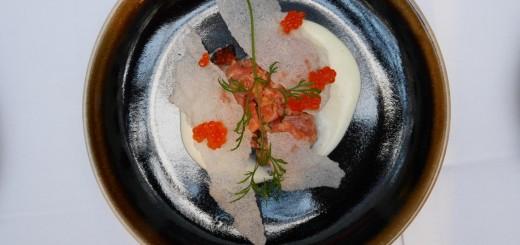 Benella Regnsbågstartar med jordärtskockspuré och friterat rispapperchips