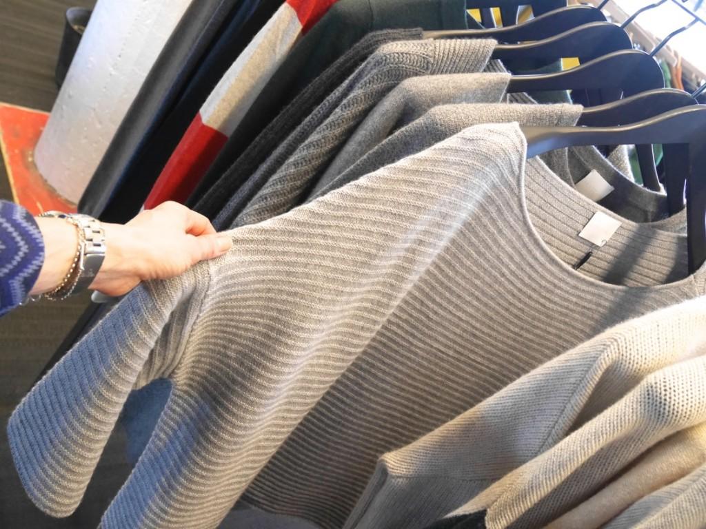 Sportig, snygg och skön tröja jag gärna trär på mig när kylan sätter sitt grepp.