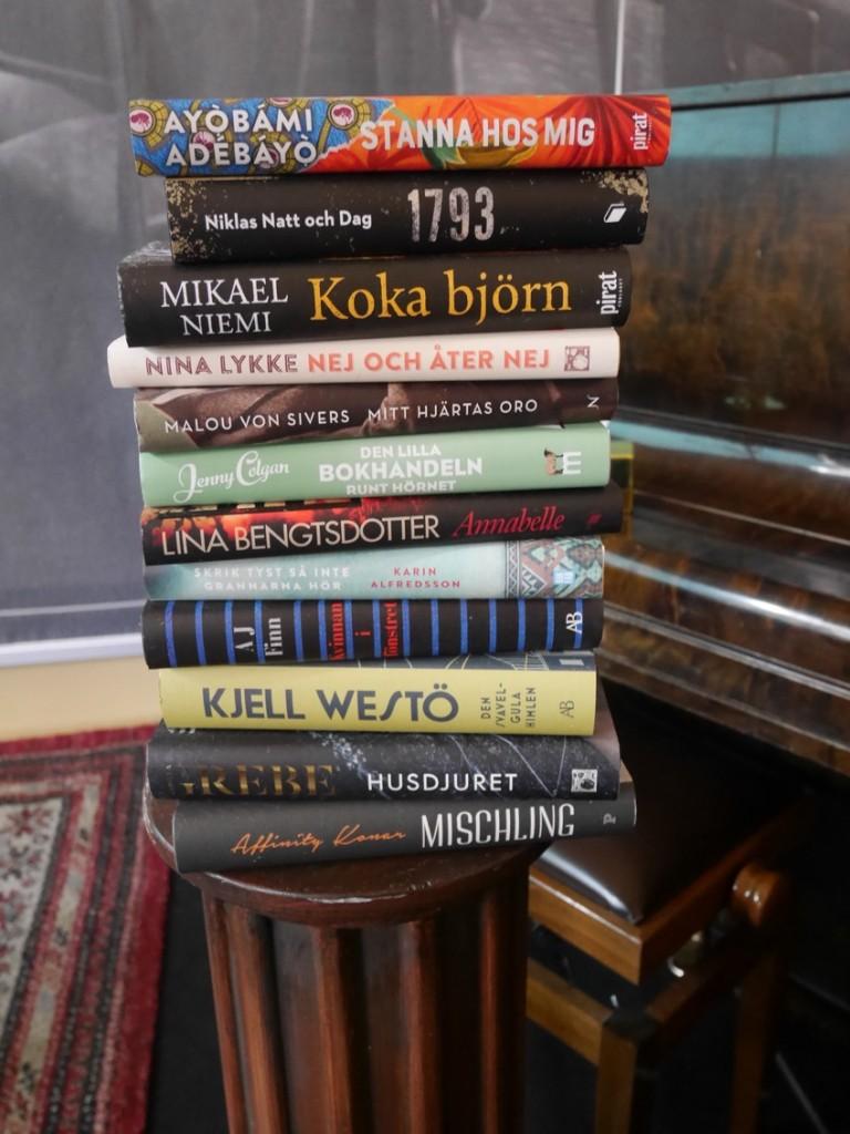 Årets tolv nominerade böcker.