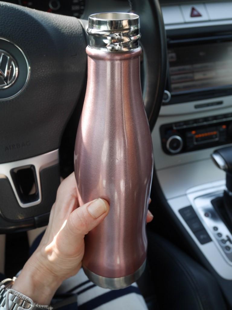Kallt och gott vatten men flaskan var brännhet.