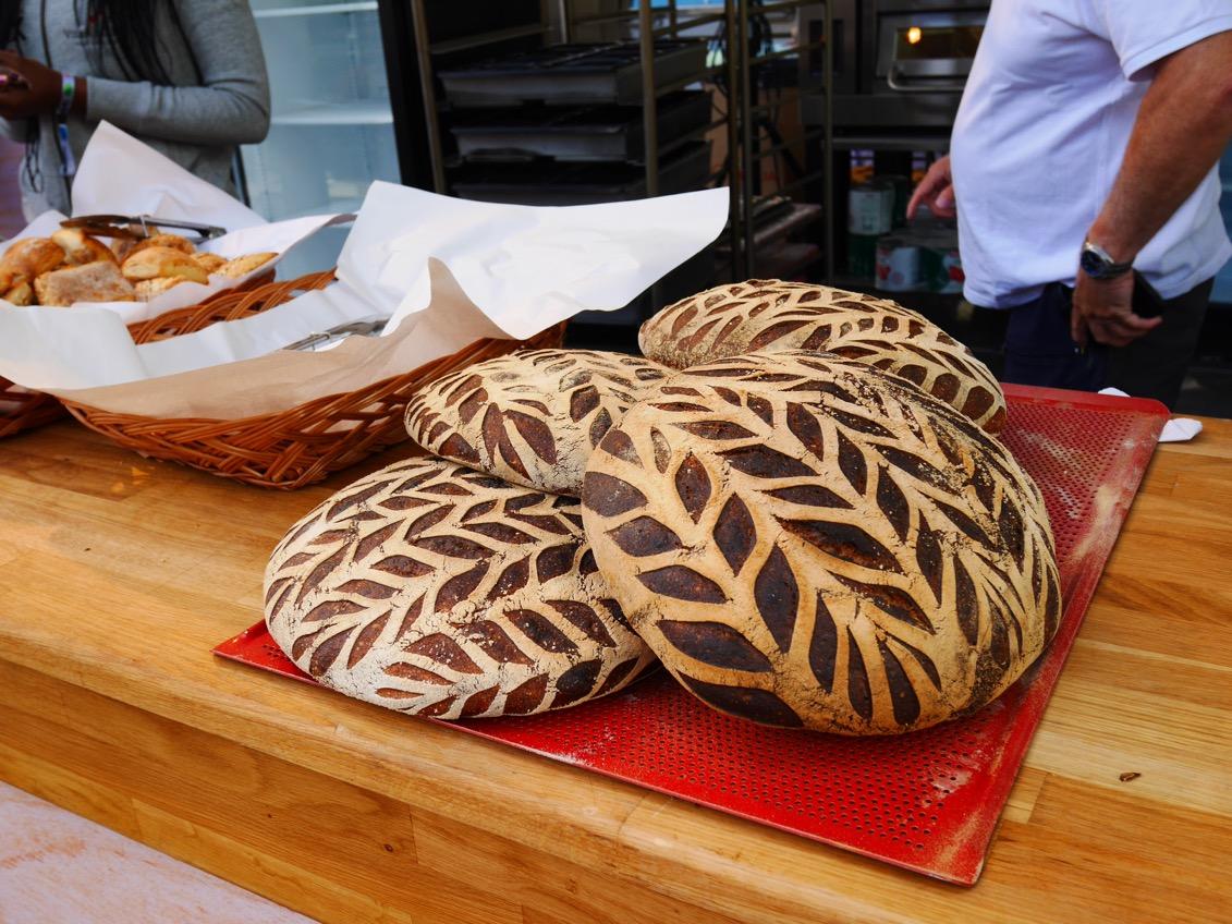 Underbara bröd och bakverk finns att köpa.