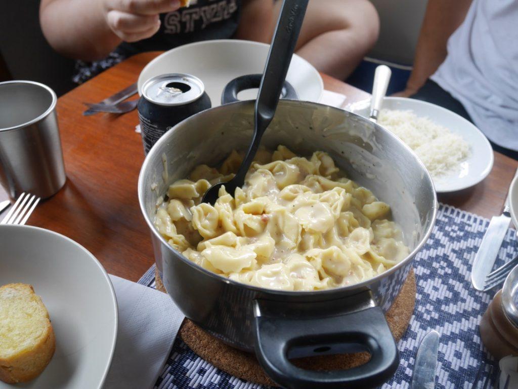 Pasta med skinksås och parmesan - mums!