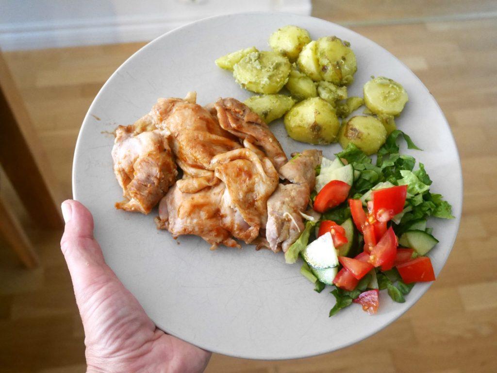 Grillad kyckling i Crock Pot med pestoslungad färskpotatissallad