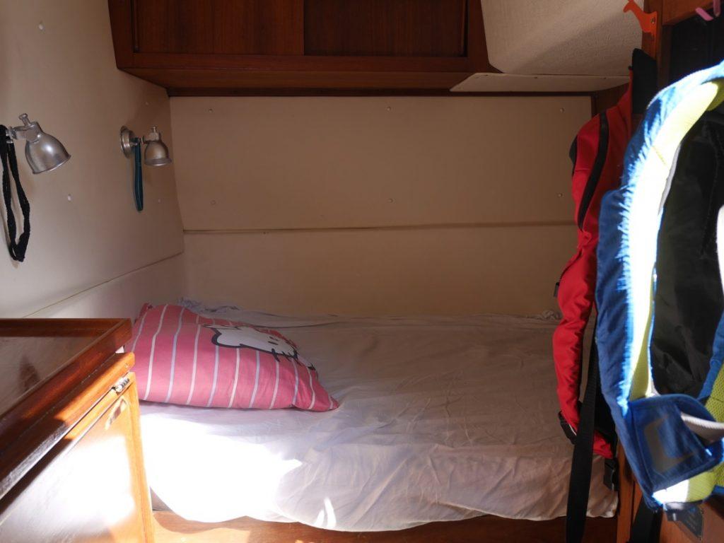 Barnens rum. Här är dubbelsängen.