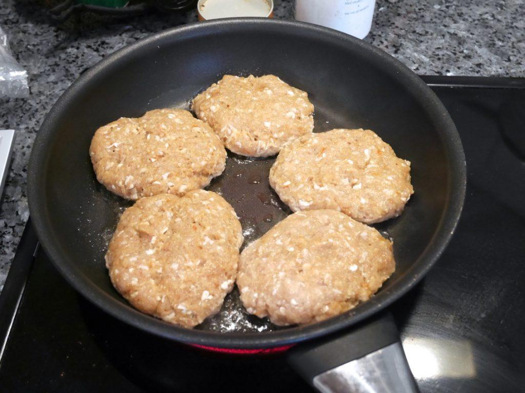 Stek i en blandning av olja och smör.