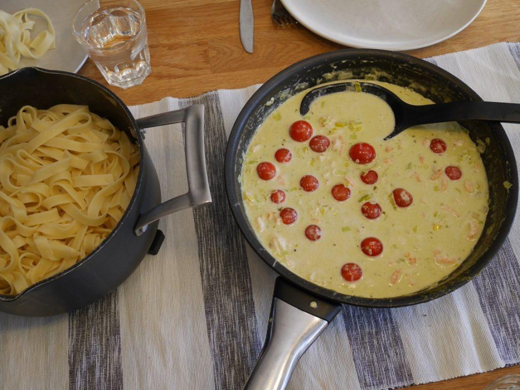 Blanda ner såsen i pastan eller servera på sidan om som vi valde att göra.