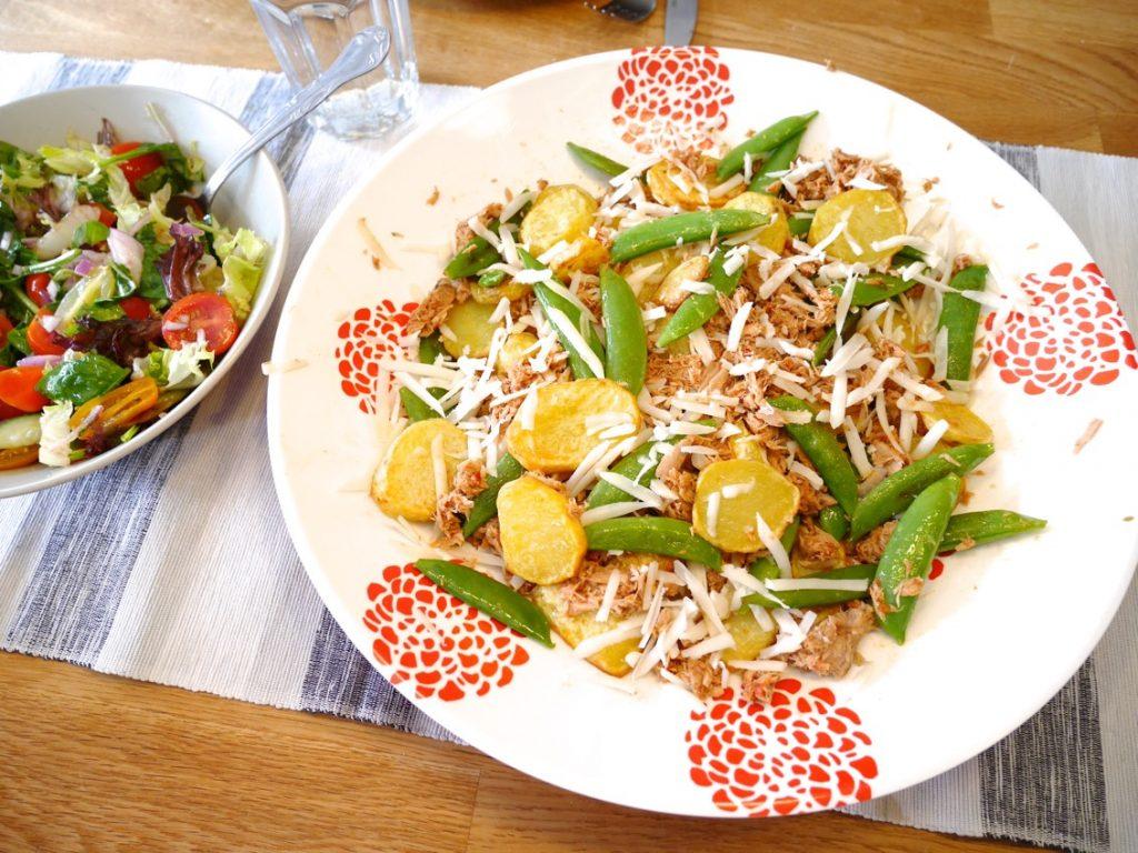Spansk potatissallad med het tonfisk och chevrette