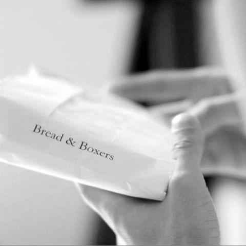 Plaggen levereras i brödpåsar