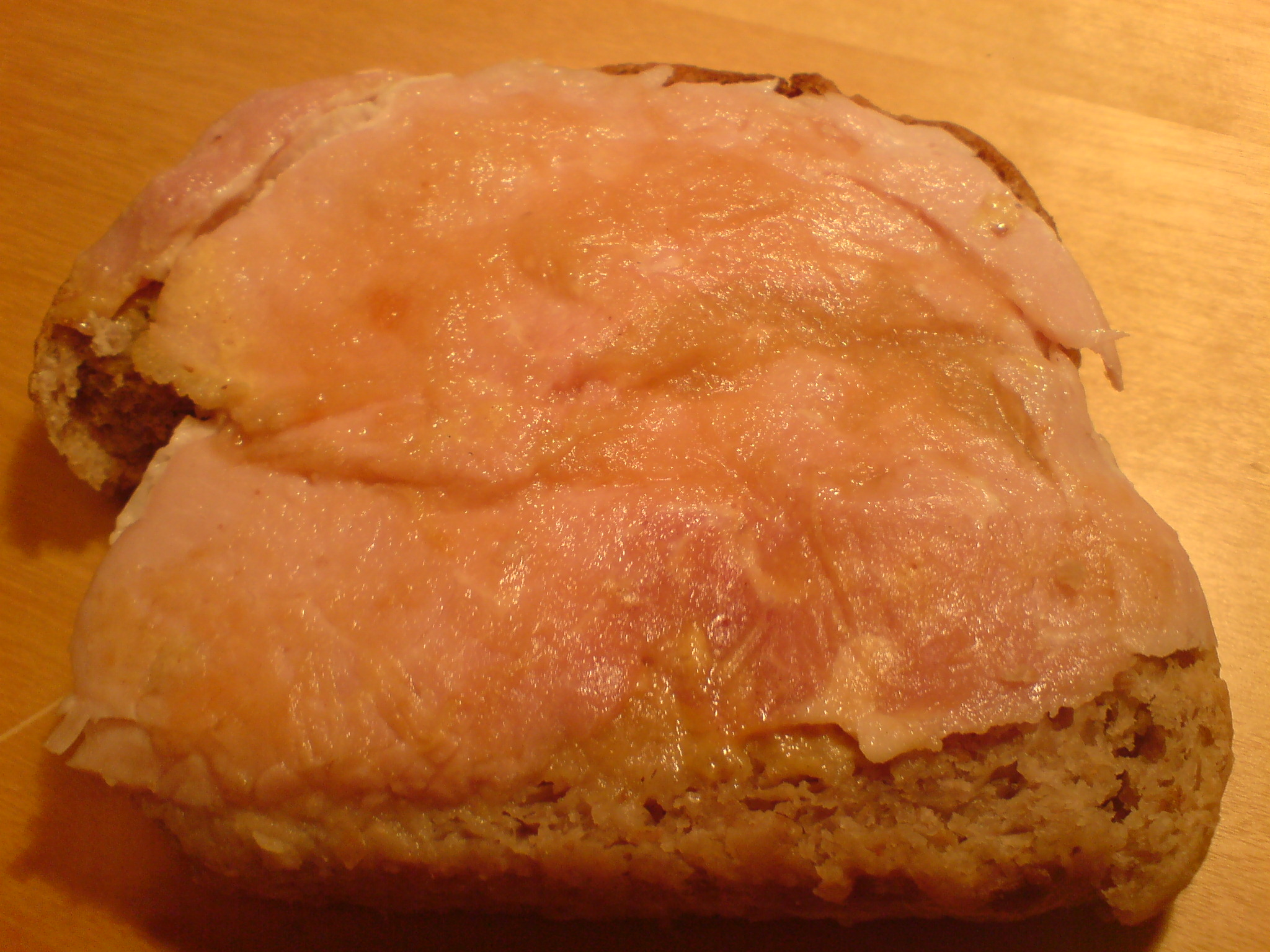Skinka på valnötsbröd