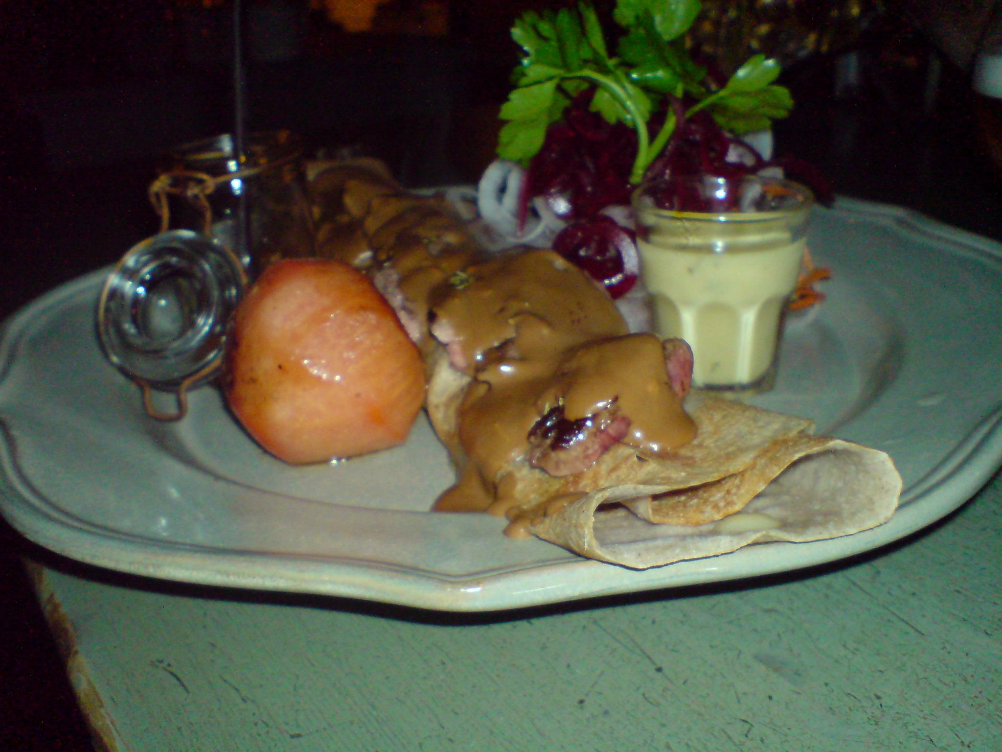 Crêpe med lamm, svamp och tomat