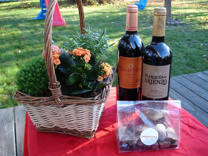 Blommor, choklad och vin