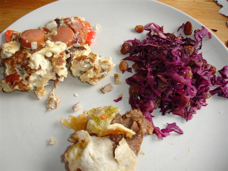 Korvomelett (och lite kebabrulle-rester)