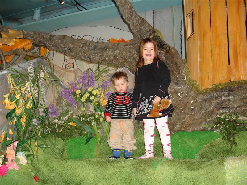 Gustaf och Filippa i Elsa Beskows sagovärld