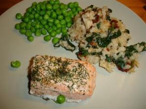 Lax, risotto och gröna ärtor