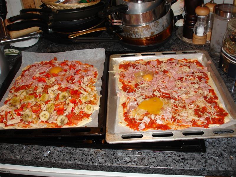 Pizzan på väg in i ugnen