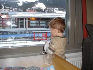A room with a view - Gustaf tyckte vi fick bästa rummet med utsikt mot tågstationen