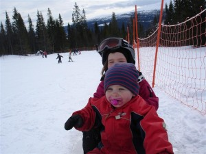 Syskonkärlek på en snowracer