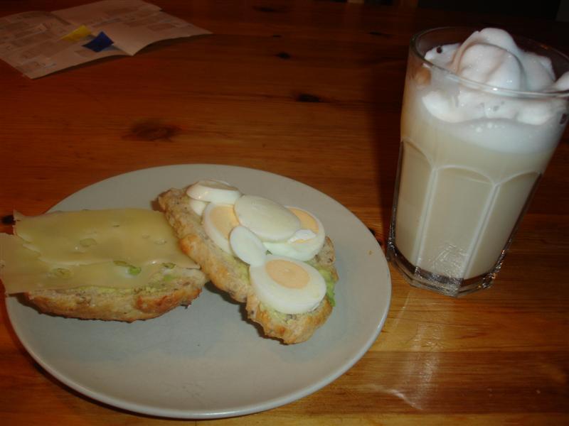 Kesellabröd och chai-latte till söndagsfikat