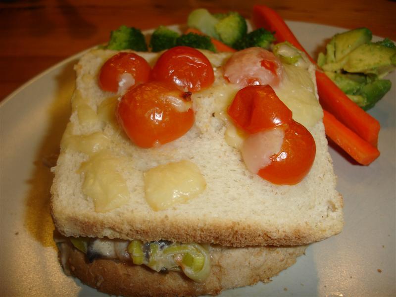 Vi sätter guldkant på söndagskvällen med en smörgåstårta
