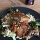 Svensk variant på pokébowl och består av Stekt kycklinglår med picklad kålrabbi, matvete med ramslök, stekt svamp och mandel.
